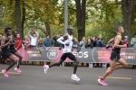 केन्याई धावक ने रचा इतिहास, दो घंटे से कम समय में मैराथन पूरा करने वाले पहले इंसान बने, VIDEO