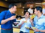 इंदौर में जलेबी खाने पर ट्रोल हुए गौतम गंभीर, जानें क्यों आम आदमी पार्टी साध रही निशाना