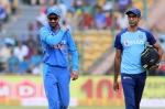 IND vs AUS: तीसरे वनडे में धवन का कंधा हुआ चोटिल, X-Ray स्कैन के लिए छोड़ा मैदान