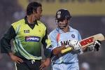 पाकिस्तानी क्रिकेटर का खुलासा- अख्तर की बाउंसर देख सचिन ने बंद कर ली थी आंखें