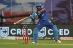 IPL 2020: SRH के खिलाफ धीमें ओवर-रेट के चलते श्रेयस अय्यर पर लगा 12 लाख का जुर्माना