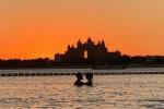 अनुष्का संग विराट कोहली ने पूल में क्लिक कराई रोमांटिक शाम की तस्वीर, जानिए कैमरे के पीछे कौन?