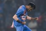 युजवेंद्र की जमकर हुई धुनाई, सबसे ज्यादा रन लुटाने वाले भारतीय स्पिनर बने