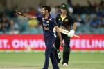 1st T20, AUS vs IND: प्लेइंग 11 में शामिल नहीं होने के बावजूद मैदान पर उतरे चहल, जानें क्या है कारण