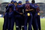 'वरुण जैसे बॉलर को तो हमारी गली के बल्लेबाज पीटते हैं', पूर्व पाक कप्तान ने उड़ाई भारतीय स्पिनर की धज्जियां