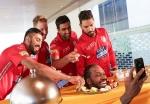 वीडियो: टेबल पर गेल का सिर और सेब खिला रहे केएल राहुल, क्या था ये?