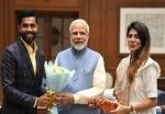 पत्नी रिवाबा संग पीएम नरेंद्र मोदी 'साहेब' से मिले रविंद्र जडेजा