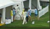 कप्तान ने घोषित कर दी पारी, 14 रन शतक से दूर थे स्टॉर्क, गुस्से में फेंका बल्ला- VIDEO