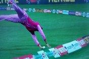 खिलाड़ी ने गजब तरीके से रोका चौका, देखती ही रह गईं स्मृति मंधाना(Video)