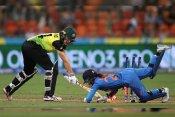 कोरोना के चलते रद्द हुआ भारतीय महिला टीम का ऑस्ट्रेलिया दौरा, भड़के आकाश चोपड़ा