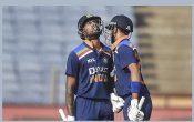 IND vs ENG: ताबड़तोड़ खेल के फेर में भारत ने गंवाए विकेट, इंग्लैंड को मिला 330 रनों का लक्ष्य