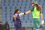 INDW vs SAW: रोमांचक मैच में आखिरी बॉल पर हुआ फैसला, साउथ अफ्रीका ने जीती टी20 सीरीज