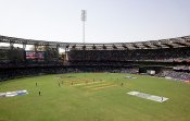 IPL 2021: वानखेड़े स्टेडियम में पाए गए 8 मैदानकर्मी कोविड-19 पॉजिटिव, 10 अप्रैल को होना है मैच