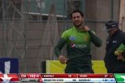 विकेट का जश्न मनाते समय हसन अली की गर्दन में पड़ी मोच, बमुश्किल रुकी पाक खिलाड़ियों की हंसी