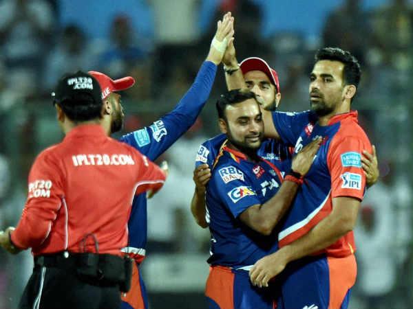 पावरप्ले में गेंदबाजी करने वाले आईपीएल के 7 बेस्ट बॉलर