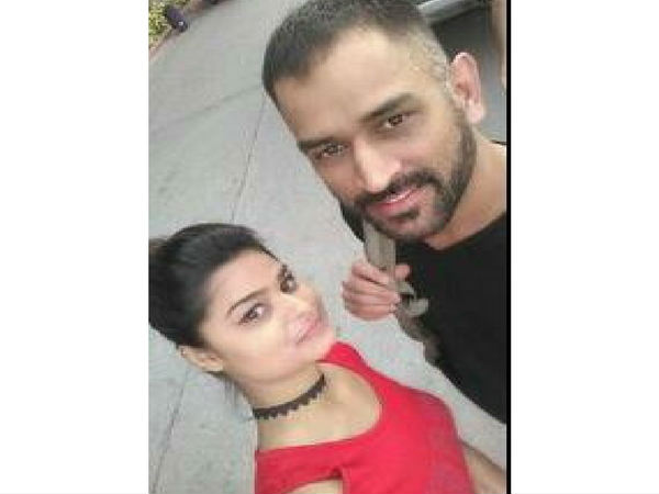 Selfie Mad Girl Fan Chased Dhoni S Hummer Till Airport