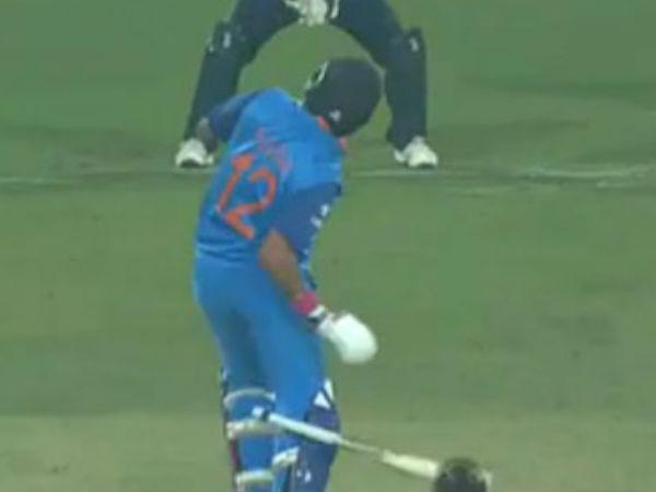 India vs England, 3rd ODI: Yuvraj Singh survives nasty bouncer from Jake Ball — VIDEO