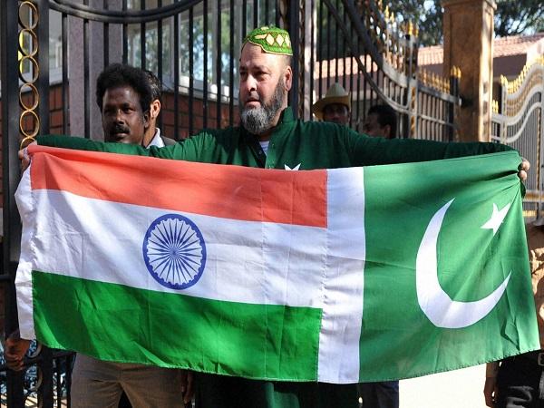 'भारत के आगे कहीं नहीं टिकती पाक टीम'