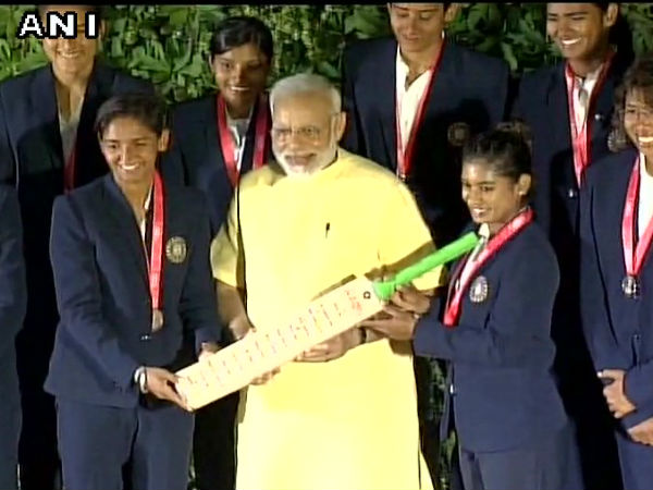 Pm Modi Interacted With Players Of Indian Womens Cricket Team