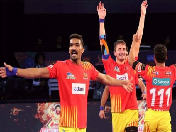Pro Kabaddi 2017 Gujarat Fortunegiants Beats Bengaluru Bulls By 24 17