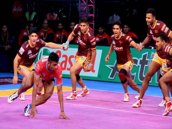 Pro Kabaddi 2017 Jaipur Pink Panthers Beat Up Yoddha By 24 22