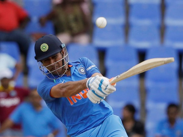 India vs new zealand 1st t20: MS Dhoni's first ball mammoth SIX