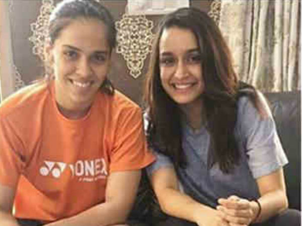 Shraddha Kapoor Gets Pampered Saina Nehwal S Mother As She Visits The Olympian At Her Kome