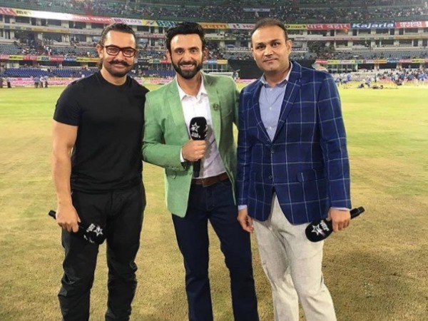 aamir khan and zaira waseem attended india vs australia 3rd t20 in hyderabad