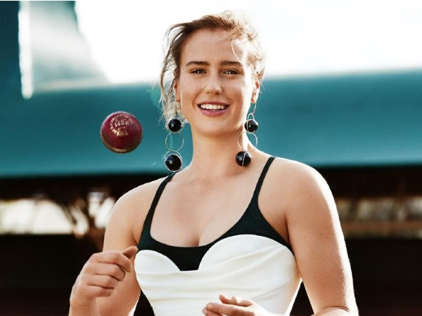 Watch Ellyse Perry Takes Weird Catch Could Not Stop Laughing