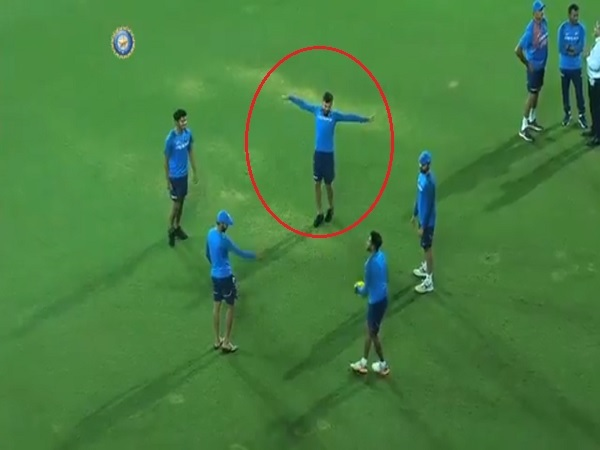 India vs New zealand 3rd t20: virat kohli making fun of mohammed siraj
