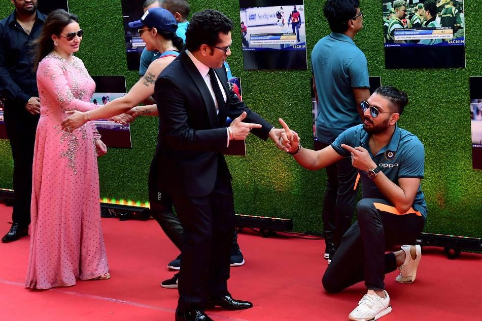 When Yuvraj Singh Handshake With Sachin Tendulkar