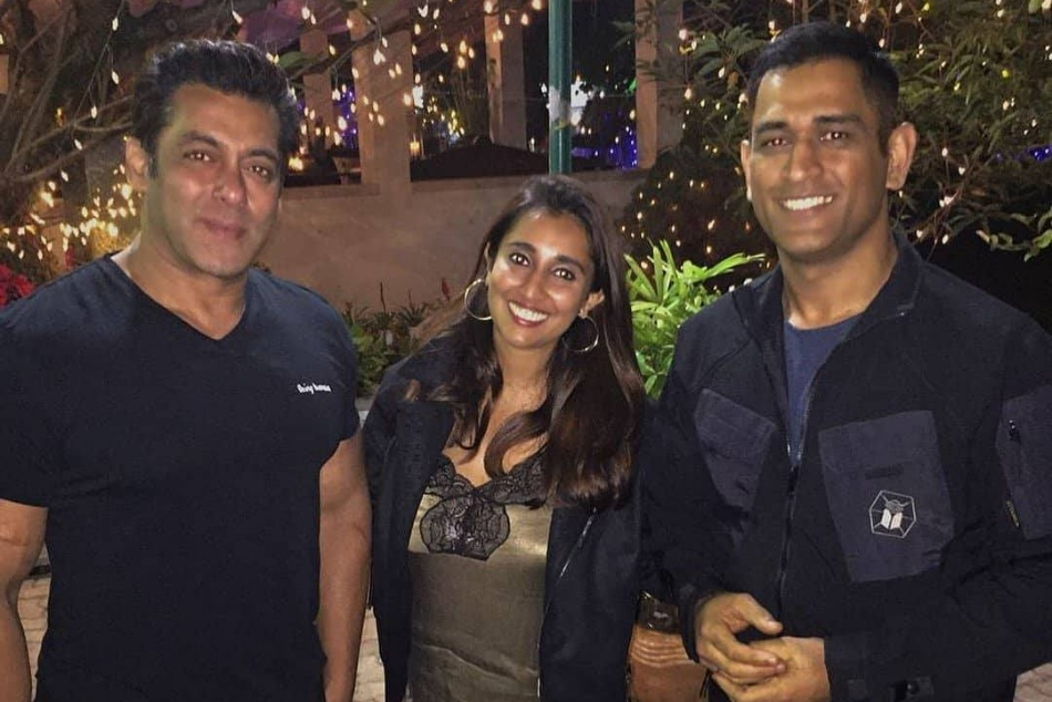 ms dhoni attends salman khan birthday party