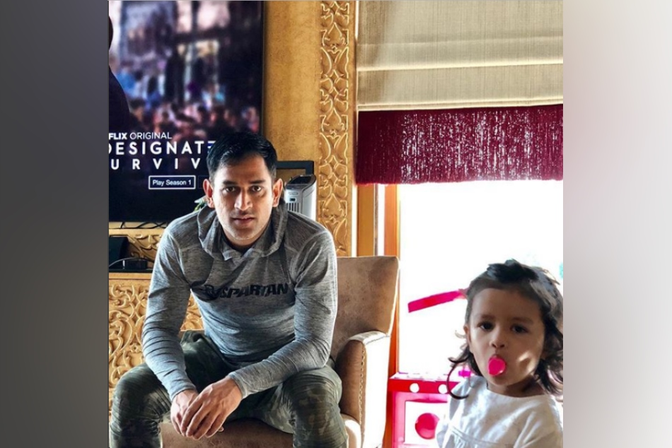 Video Ms Dhoni Daughter Ziva Sung Cute Christmas Song