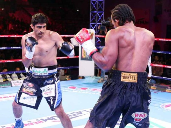vijender singh beats ghanas ernest amuzu to register 10th consecutive victory