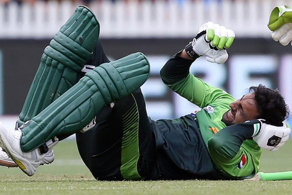 Pakistan vs New Zealand 2018: Shoaib Malik Head hit