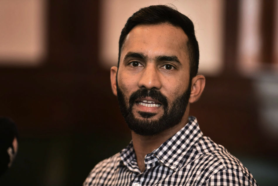 Nidahas Trophy Ms Dhoni Is The Topper The University In Which I M Just A Student Dinesh Karthik