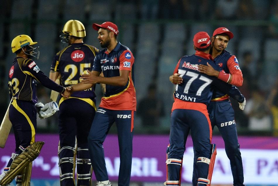 IPL 11: दिल्ली-केकेआर के इन दो गेंदबाजों को पड़ी फटकार, ये है मामला
