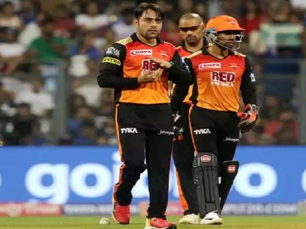 राशिद खान ने 4 ओवर में सिर्फ 11 रन देकर 2 विकेट लिए।