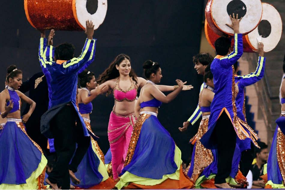 IPL 2018 Opening Ceremony: रंगारंग कार्यक्रम के साथ शुरू हुआ आईपीएल, इन कलाकारों ने बांधा समां