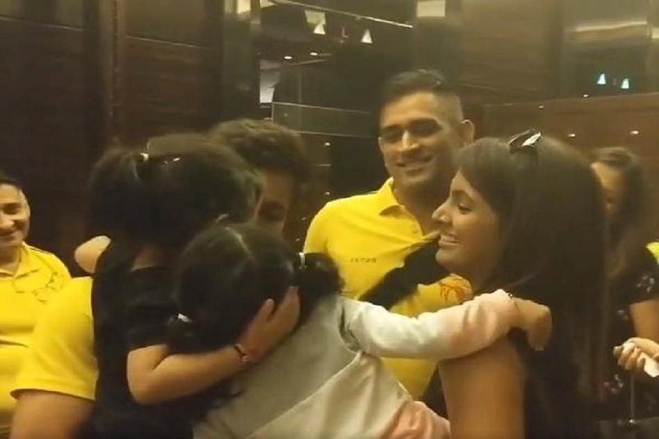 Ziva dhoni says goodbye to harbhajan singh daught