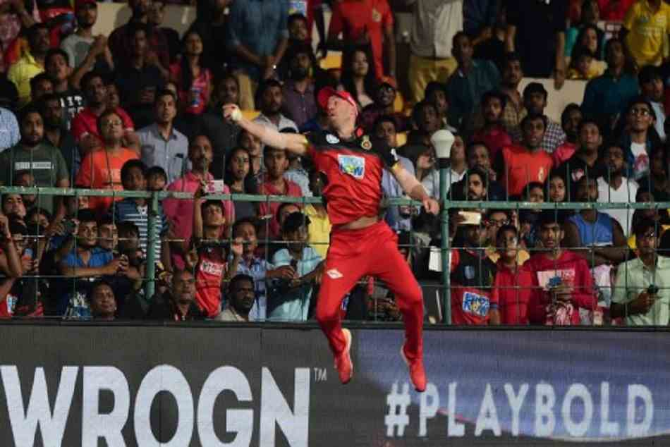 AB de Villiers becomes Superman near boundary ropes