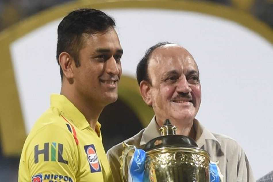 Ms Dhoni Bravo Race Against Each Other After Match