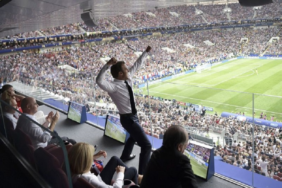 Emmanuel Macron cheers his team after winning fifa wc 2018