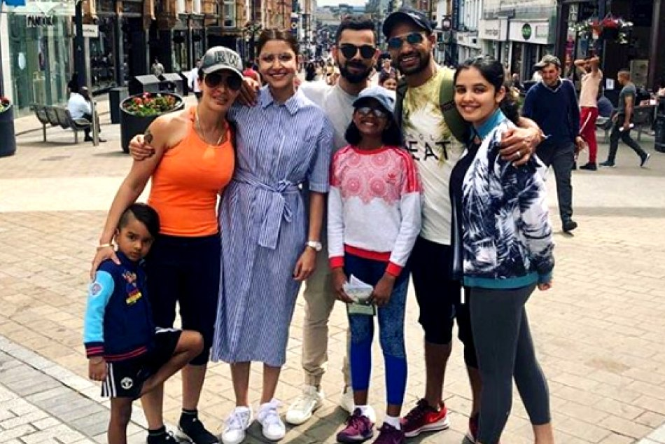 Anushka Virat Enjoying With Shikhar Family England