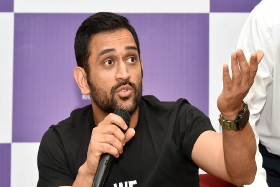Dhoni reveals why he pick up phone calls rarely