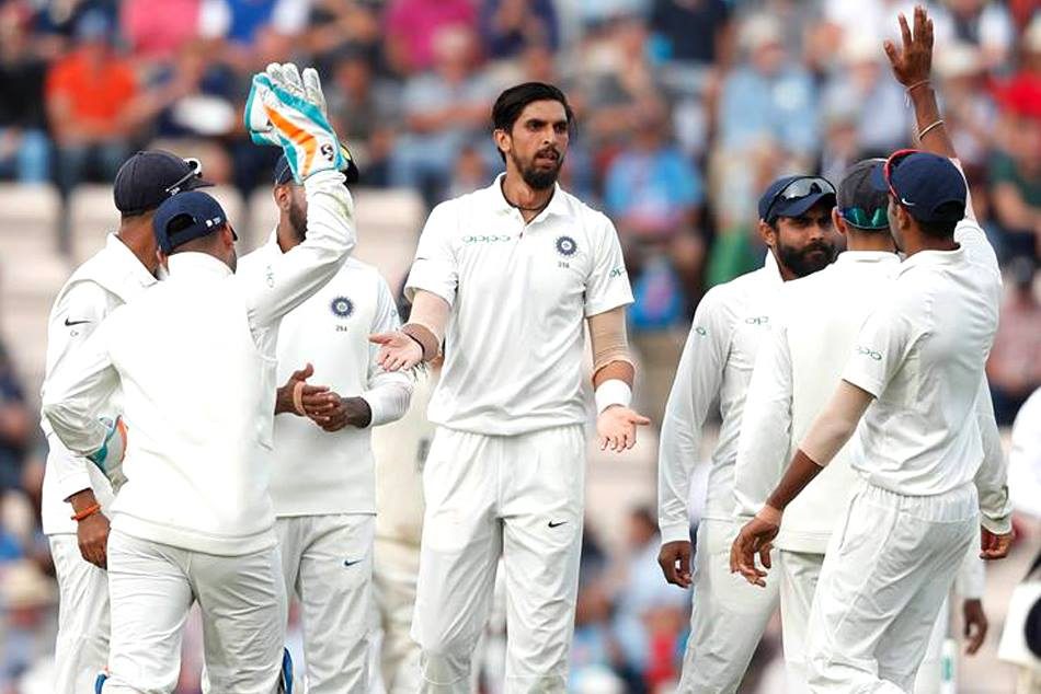Ishnat Sharma rejoices after taking wicket
