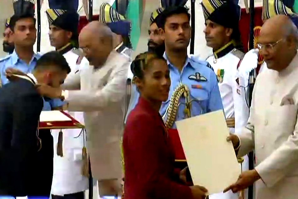 Virat kohli and mirabai chanu got khel ratna and hima das arjun award by president kovind