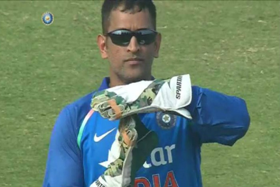 Indvspak Dhoni Proves Why Its Dhoni Review System Not Decision Review System