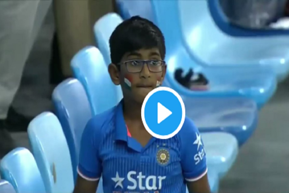Asia Cup 2018: Fan shows his Anger AfterMahendra Singh Dhoni outs on Duck