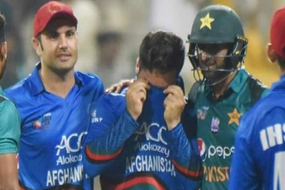 shoaib malik reacts when afghanistan bowler nervous asia cup 2018